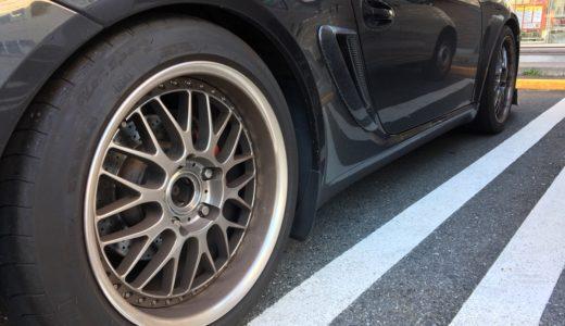 車のタイヤ汚れを落とす方法とメンテナンスをする際の注意点