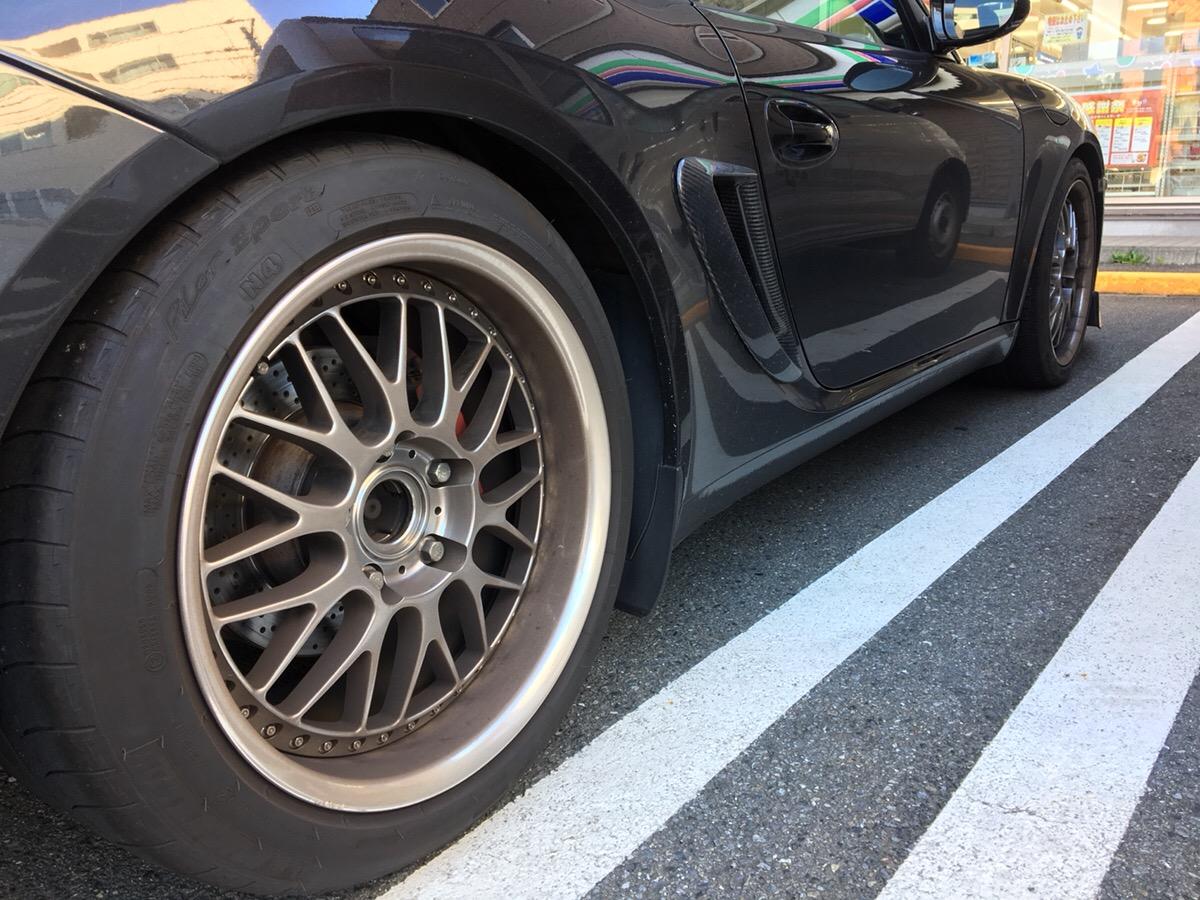 車のタイヤ汚れの落とし方|綺麗に掃除するための3つのコツ