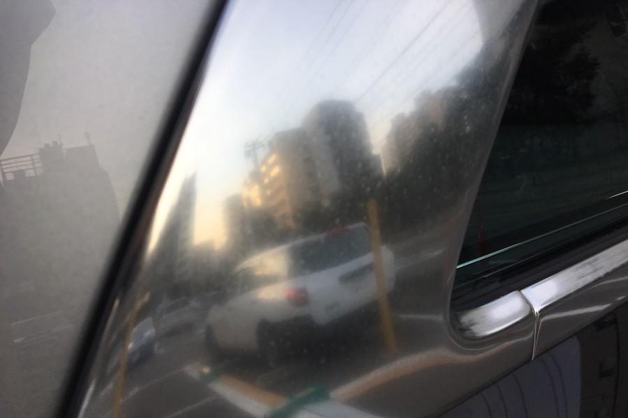 車のメッキパーツにできる白いシミのような汚れを除去する方法!