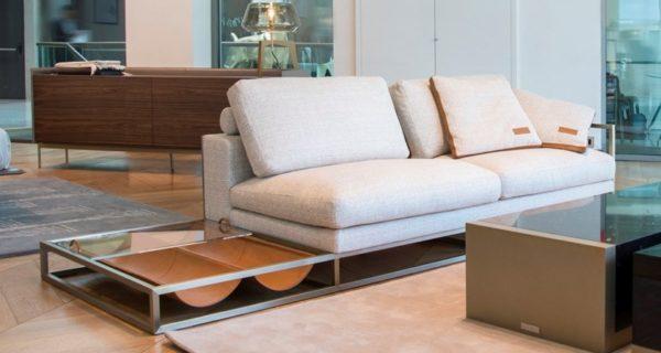 V210-W アストンマーチン家具3